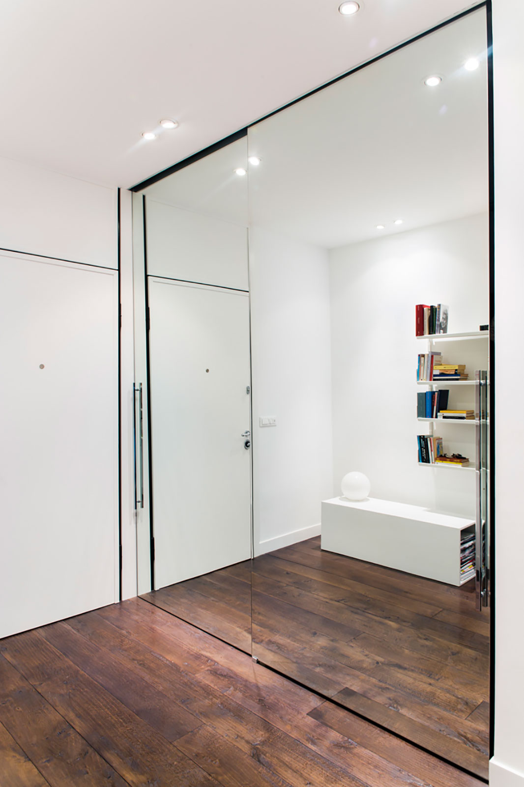 Ingrandire con lo specchio henry glass - Porta specchio scorrevole ...